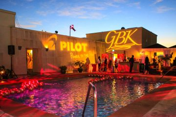 GBKpreGLOBES poolside