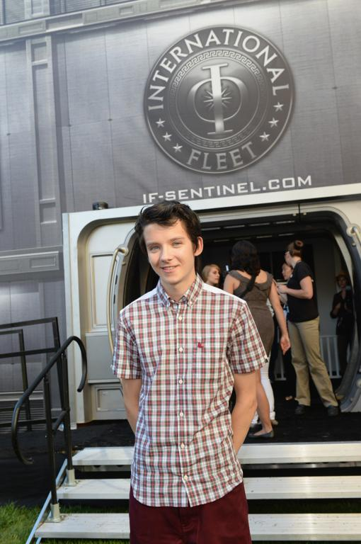 ender s game 2013 san diego comic con pictures working author. Black Bedroom Furniture Sets. Home Design Ideas